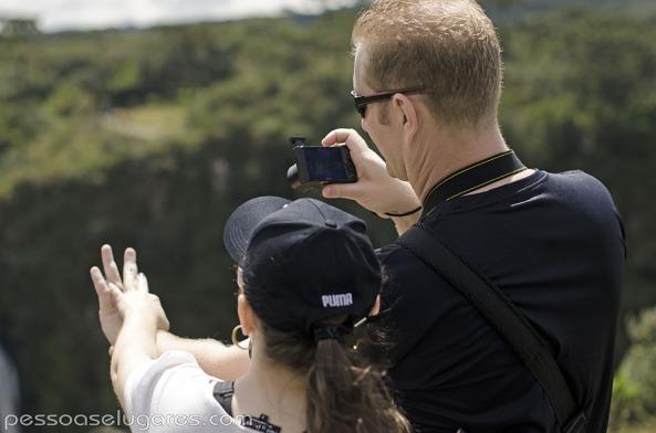 00-Casal-Fotografando-as-mãos-em-Cambará-do-Sul-RS-pessoaselugares.com_
