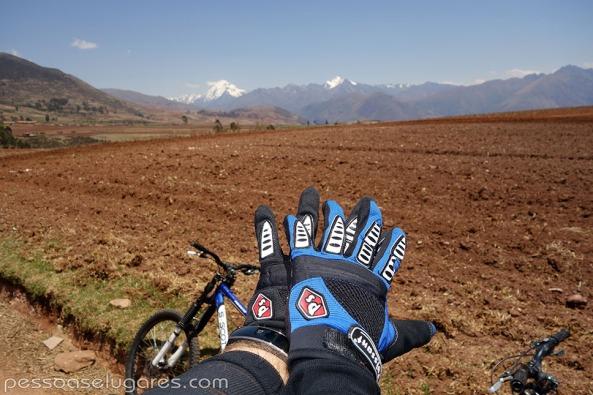 Bike-in-Chinchero-Peru-pessoaselugares.com_