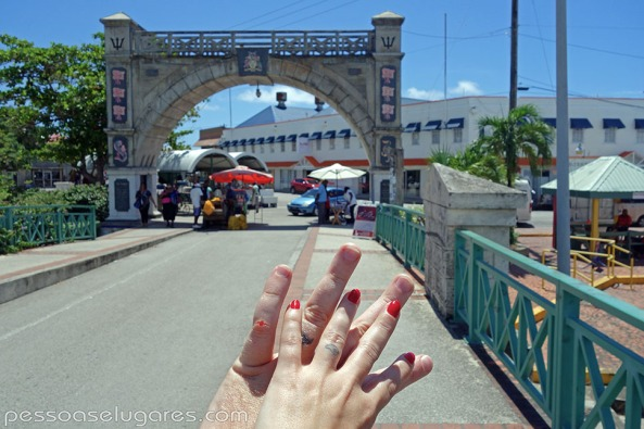 Independence-Arch-Barbados-pessoaselugares.com_