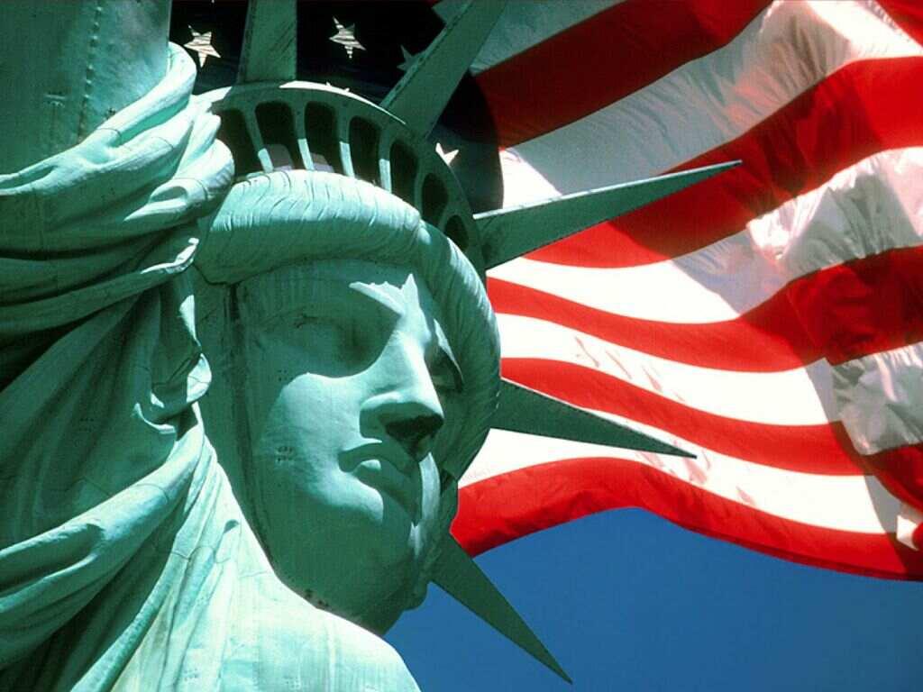 bandeira-e-estatua-da-liberdade