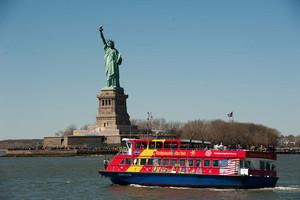 estatua-da-liberdade-de-barco