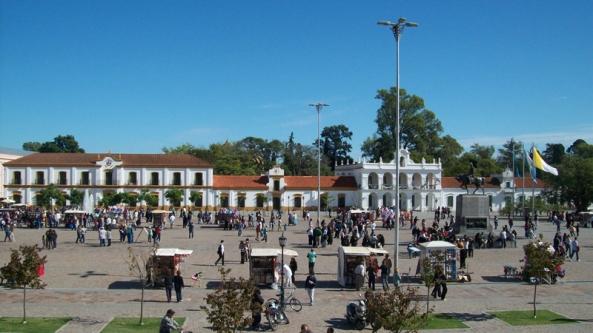 lujan_plaza_belgrano_cabildo_basilica_desde_hostel_lujan_800